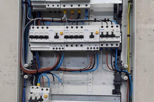 dettaglio-impianti-elettrici-industriali-idrosistemi07009135-BCD8-D832-0C95-19D522D4ECB2.jpg