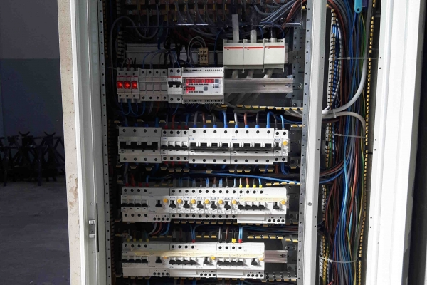 impianti-elettrici-industriali-idrosistemiAA642C63-67E3-306E-1CE7-7DA212422FED.jpg